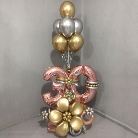 Напольная композиция из шаров с цифрами и фонтаном